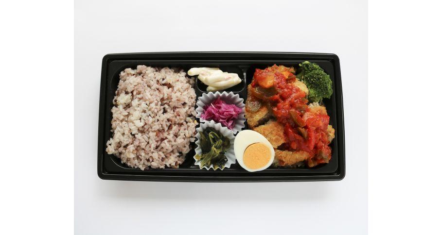 【A6】自家製メンチカツたっぷり野菜のナポリタンソース