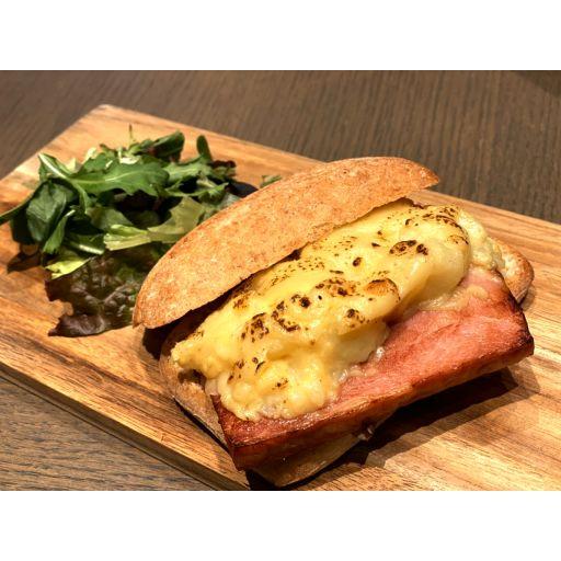 自家製ベーコンとポテトチーズサンドウィッチ-0