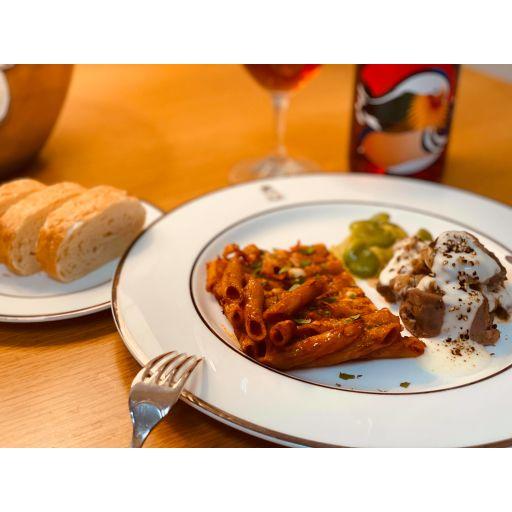 ディナーセット(豚肉のストゥファート、付け合わせ、パスタアルフォルノ、自家製パン)-1