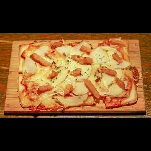 燻製明太子とジャガイモの四角いピザ-0