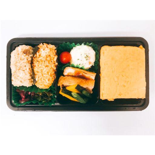 【O1】オムライス屋さんのだし巻き玉子&チキンソテー弁当<おにぎり>-0