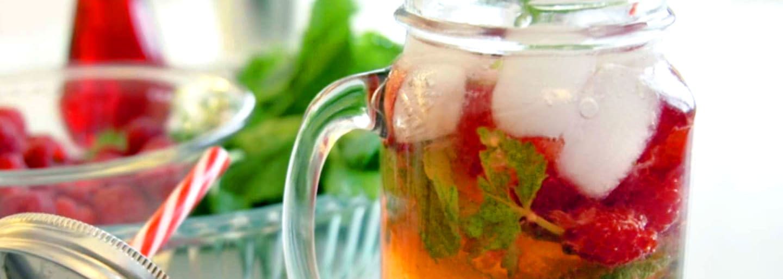 Cocktail sans alcool citron-framboise