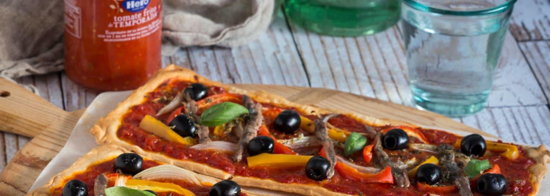 Coca de anchoas y olivas