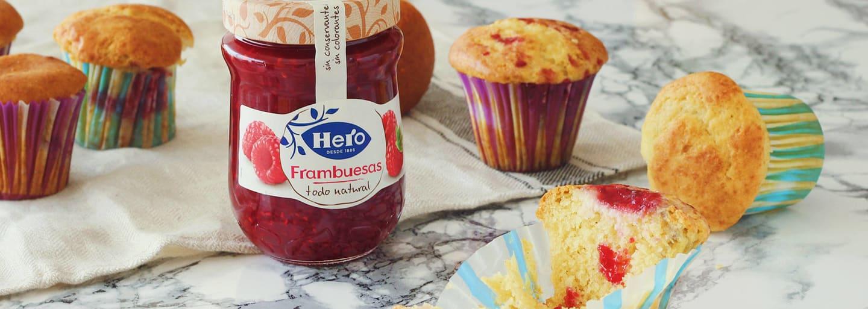 Muffins de cheesecake y confitura de frambuesa
