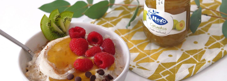 Porridge de avena y confitura extra de ciruelas