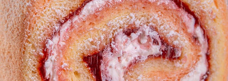 Rotolo di pan di Spagna con confettura alla fragola Light