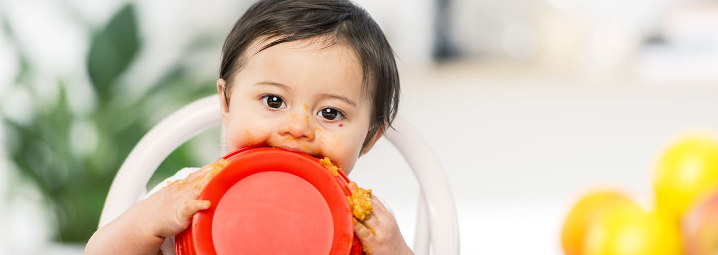 Header Baby - baby eating messy