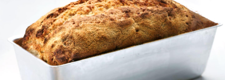 Hembakat och glutenfritt rostbröd i bakform