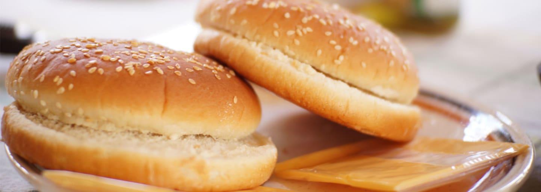 Gluteeniton hampurilaissämpylä