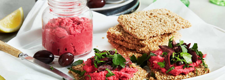 Punajuurihummusta ja siemennäkkileipää