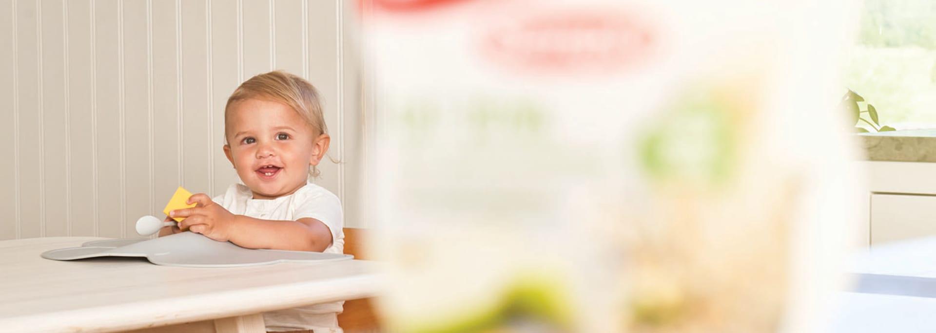 Header Baby - baby in background of porridge
