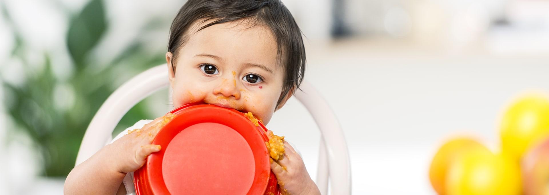 Barn äter måltid från Semper