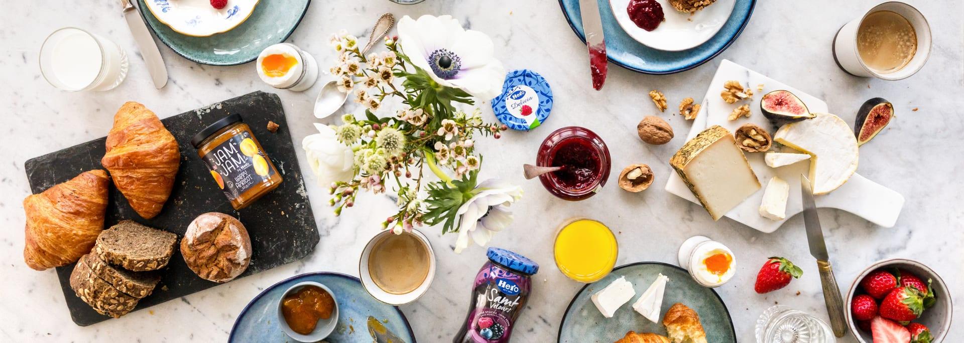 Die erste Mahlzeit des Tages ist ein wahrer Genussmoment. Kaffee, das Konfibrötli und ein wenig Ruhe verschaffen einen guten Start in den Tag. Doch wie sieht das im Rest der Welt aus? Wir haben einen Blick auf vier interessante Fleckchen der Erde geworfen und herausgefunden, wie dort gefrühstückt wird.