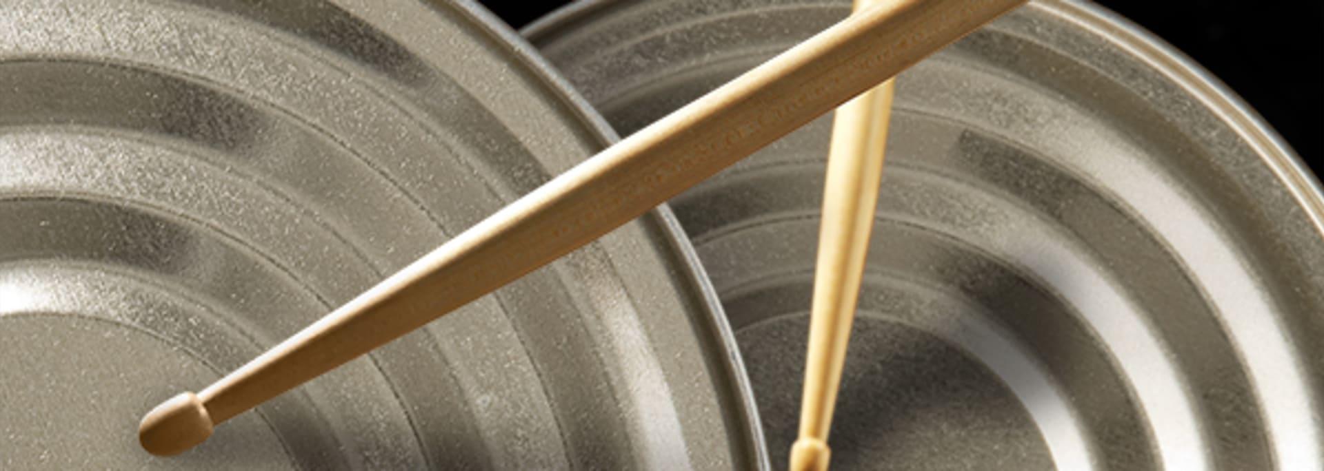 So einfach bastelst du aus Büchsen ein Schlagzeug