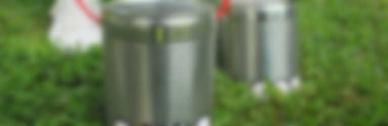 Échasses réalisées avec des boîtes de raviolis aux œufs Hero
