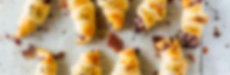 Rotkraut-Gipfeli mit Gorgonzola frisch gebacken