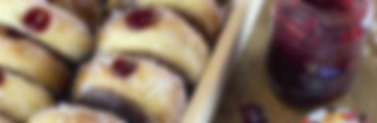 Donuts con confettura Hero Frutti Rossi di Stagione