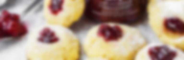 Biscotti al butto con confettura hero frutta di stagione alle fragole