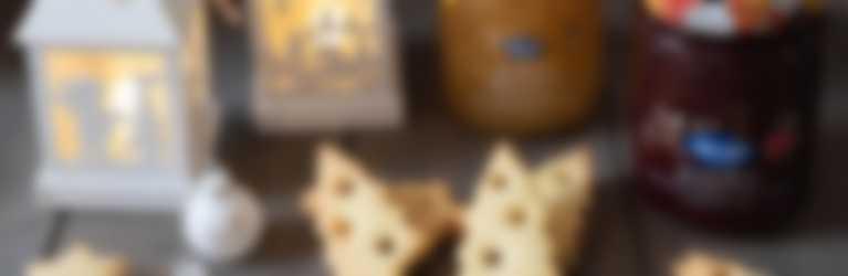 Alberelli di frolla con Confettura Hero Frutti Rossi e Ananas di Stagione