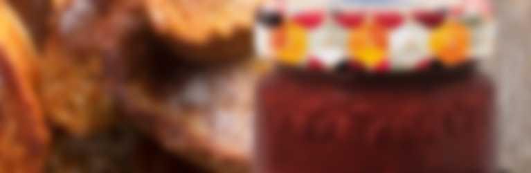 Torta di Croissant al forno con confettura Hero Frutti Rossi di Stagione