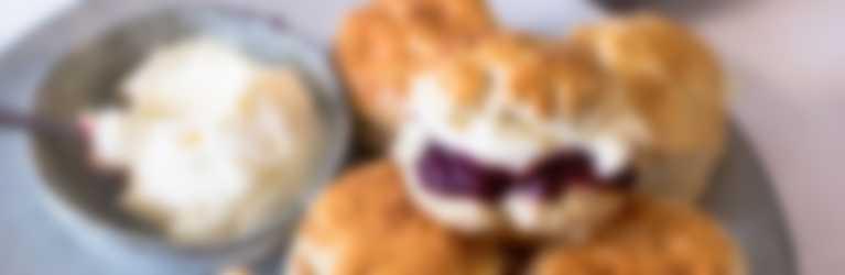 Header_Creamy scones met bosvruchtenjam_3840x1400.jpg