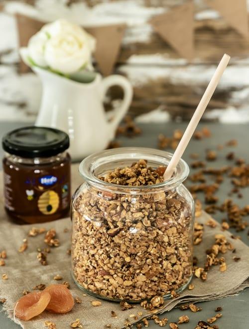 Honig-Aprikosen Granola