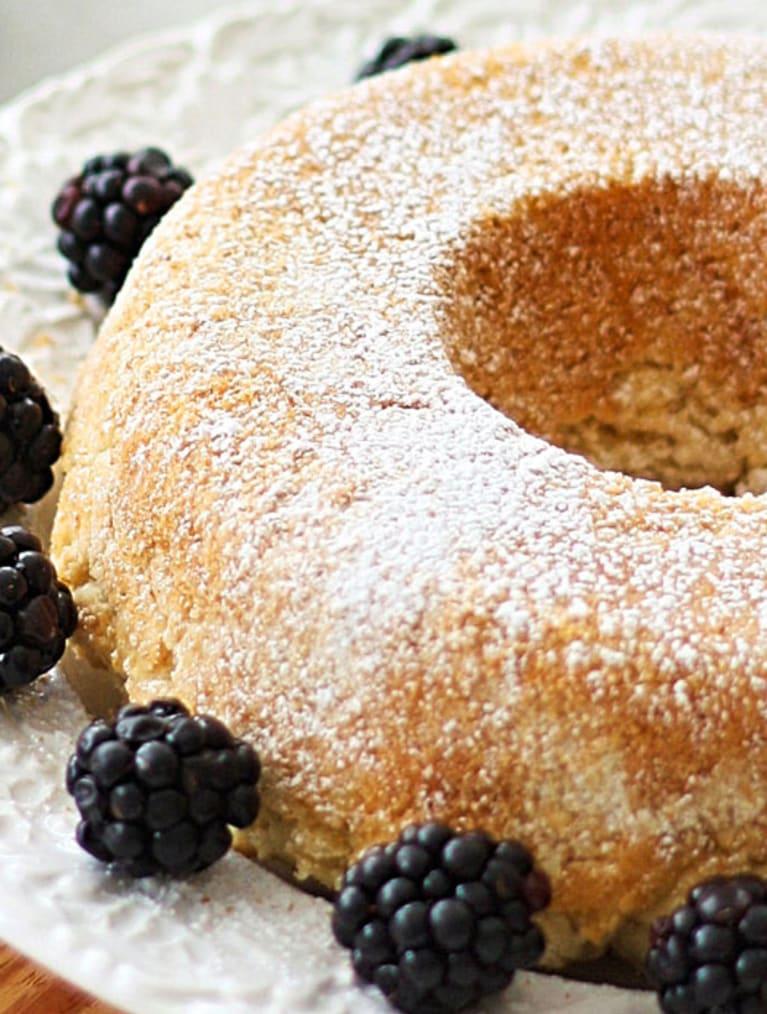 Glutenfri sockerkaka med bär, bakad med Sempers glutenfria bakmix