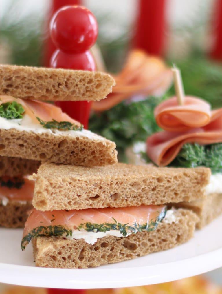 Glutenfria laxsnittar med pepparrot, tilltugg på julbordet