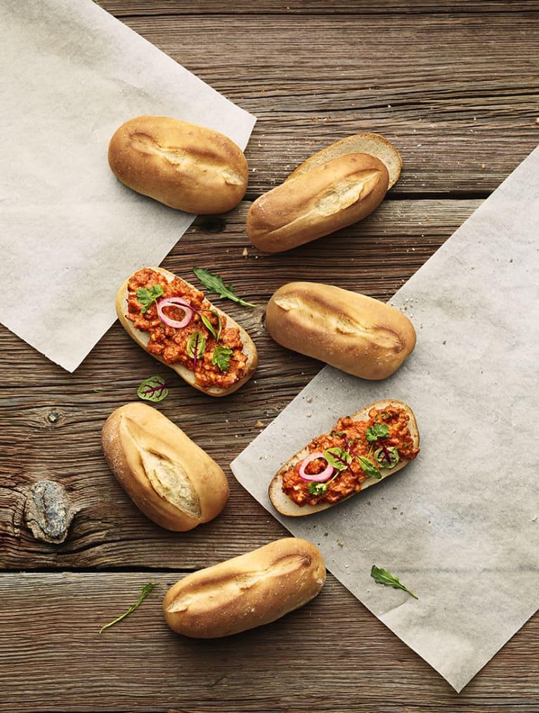 Glutenfria baguetter med rökig paprika- & valnötsröra