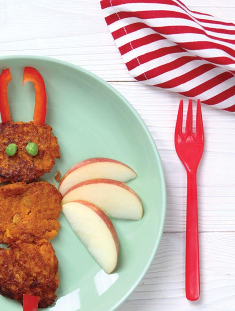 Grønnsakslapper til barn servert på et fat