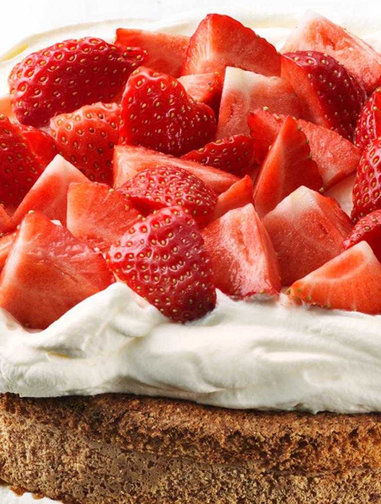 Glutenfri jordgubbstårta med vaniljkräm