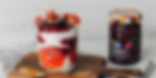 Vasito de yogur, mermelada de Temporada de frambuesas