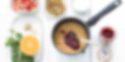 Yogur griego con compota de ruibarbo y fresa