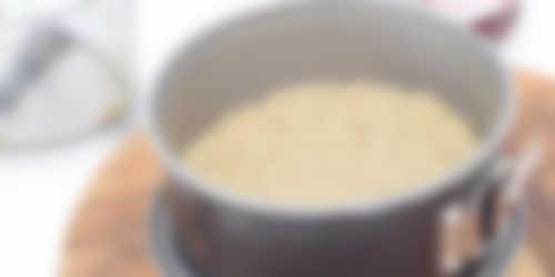 Bereiding_cheesecake_met_notenbodem