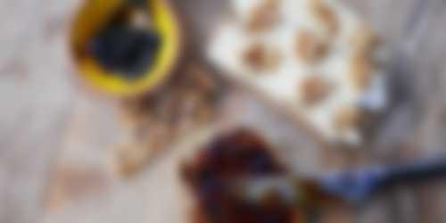 Pantosti met brie en appelstroop