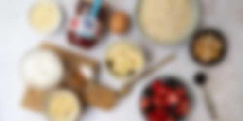 Ingrediënten ontbijtpizza rood fruit