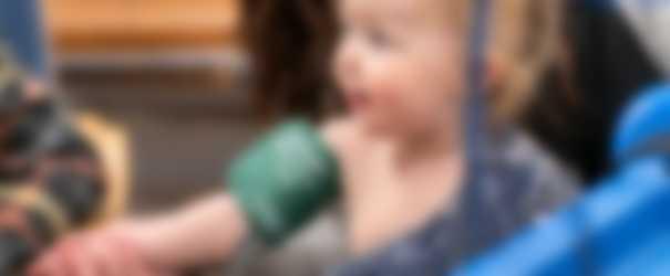 Vauva ja verenpainemittari
