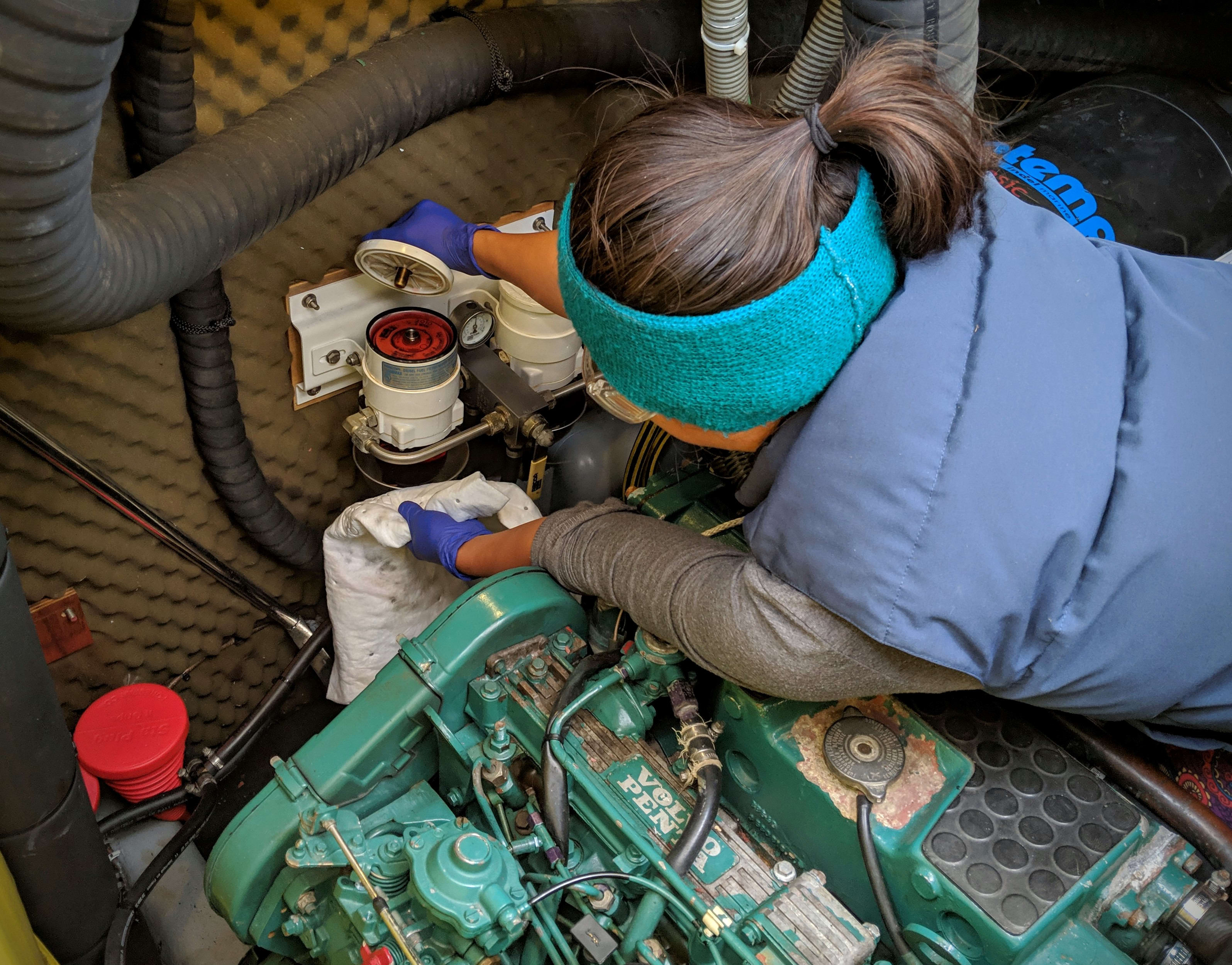 Performing a fuel filter change