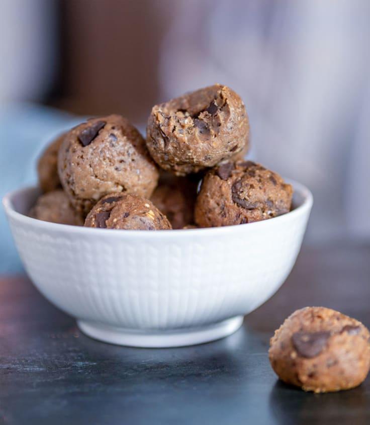 Chocolatechip_Cookie_Balls_inspo.jpg