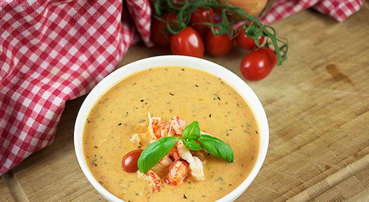 Tomaattikeitto ravunpyrstöjen kera