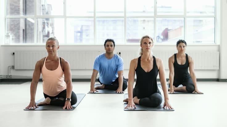 Joogalla on positiivisia vaikutuksia sekä kehoon että mieleen