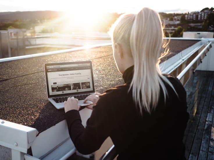 online training i solnedgang