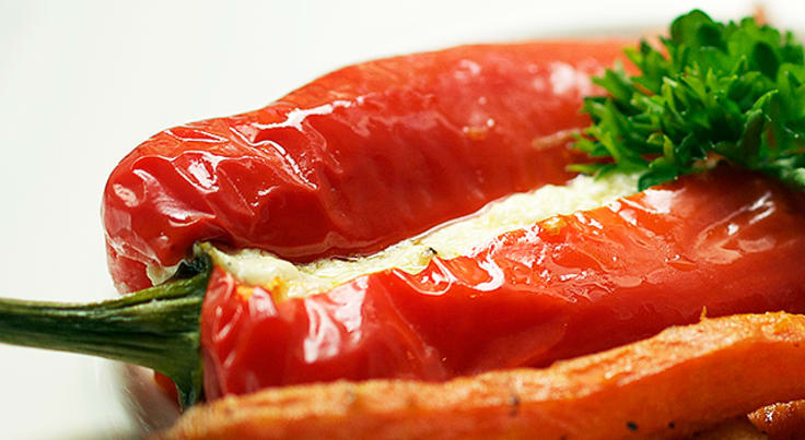 Søt spisspaprika med fetafyll og ristede rotfrukter