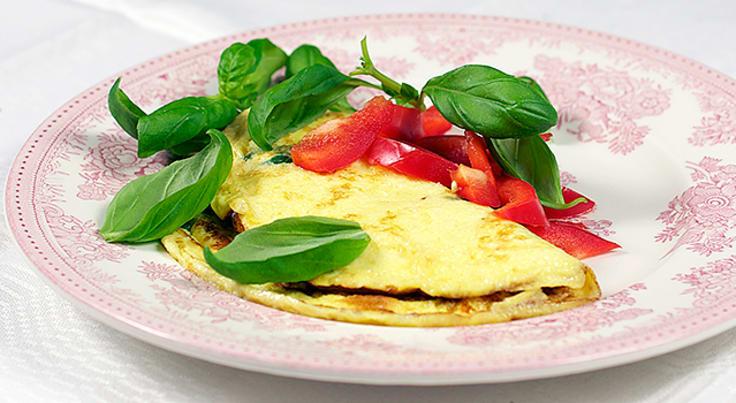 Omelett med basilikum og paprika