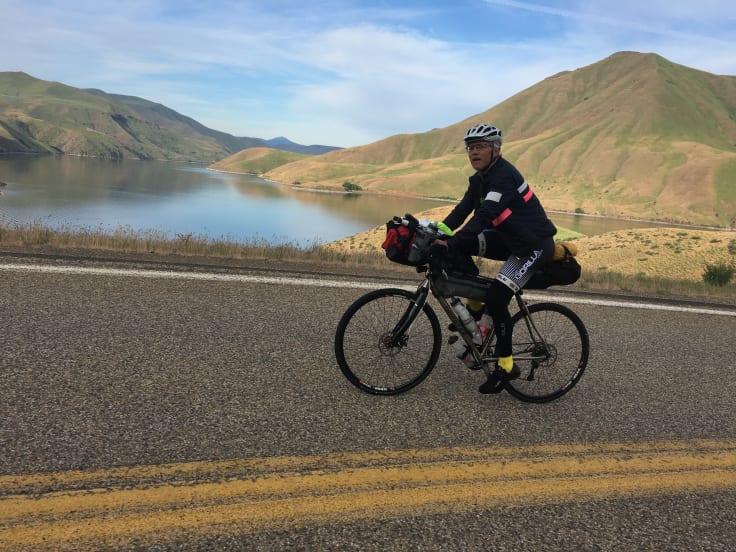 En medtävlande i Trans Am Bike Race (TABR)