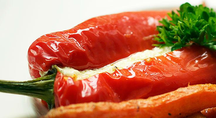 Fetafylld snackpaprika med rostade rotfrukter
