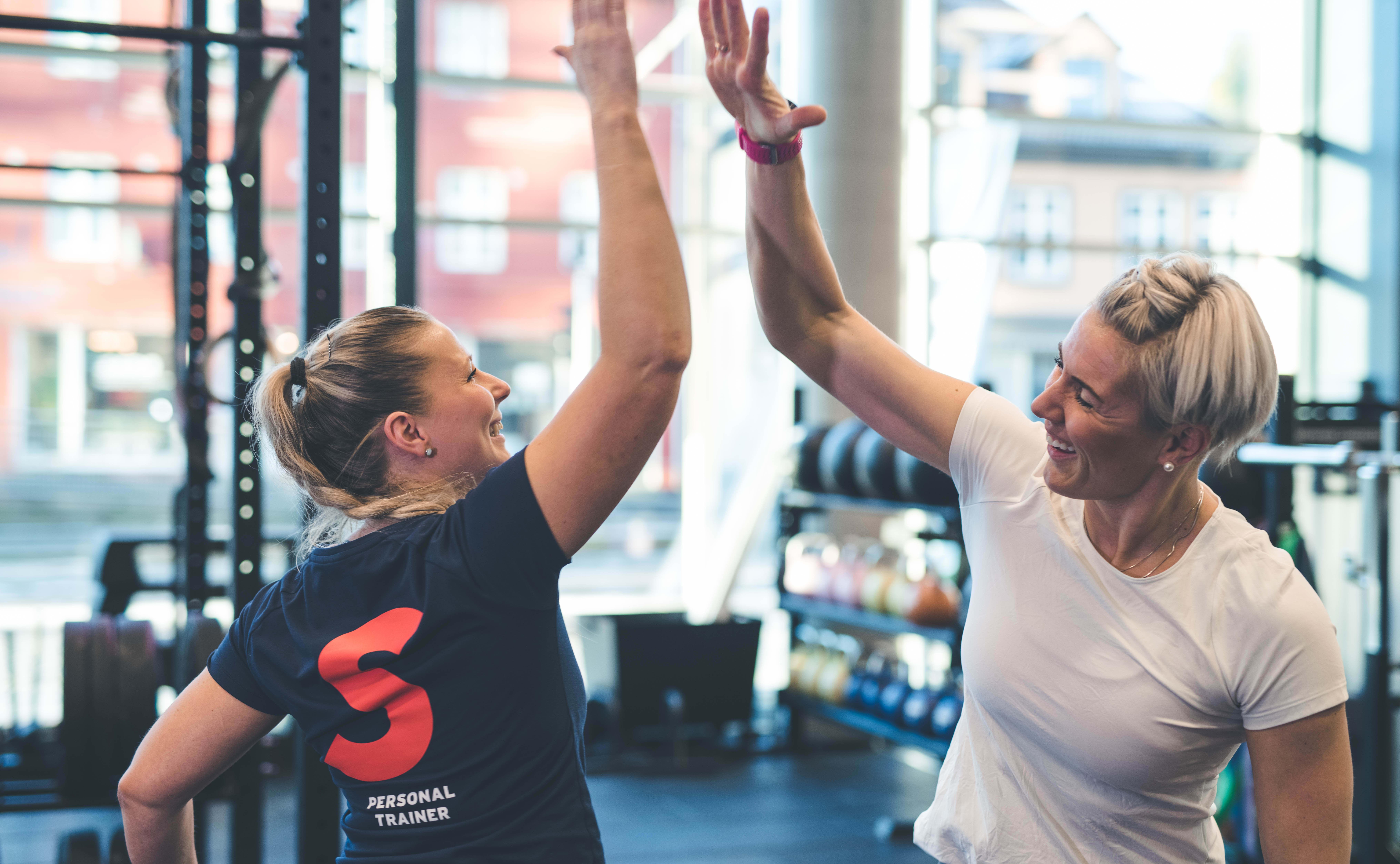 Personal Trainer opettaa ja kannustaa