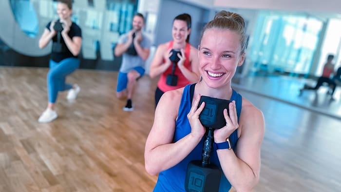 Holdtræning kan være redningen for dig, der ikke bryder dig om at træne