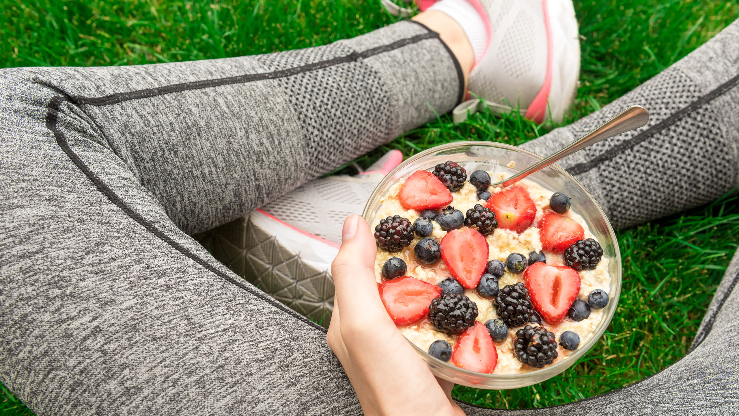 Det bør du spise før og efter træning