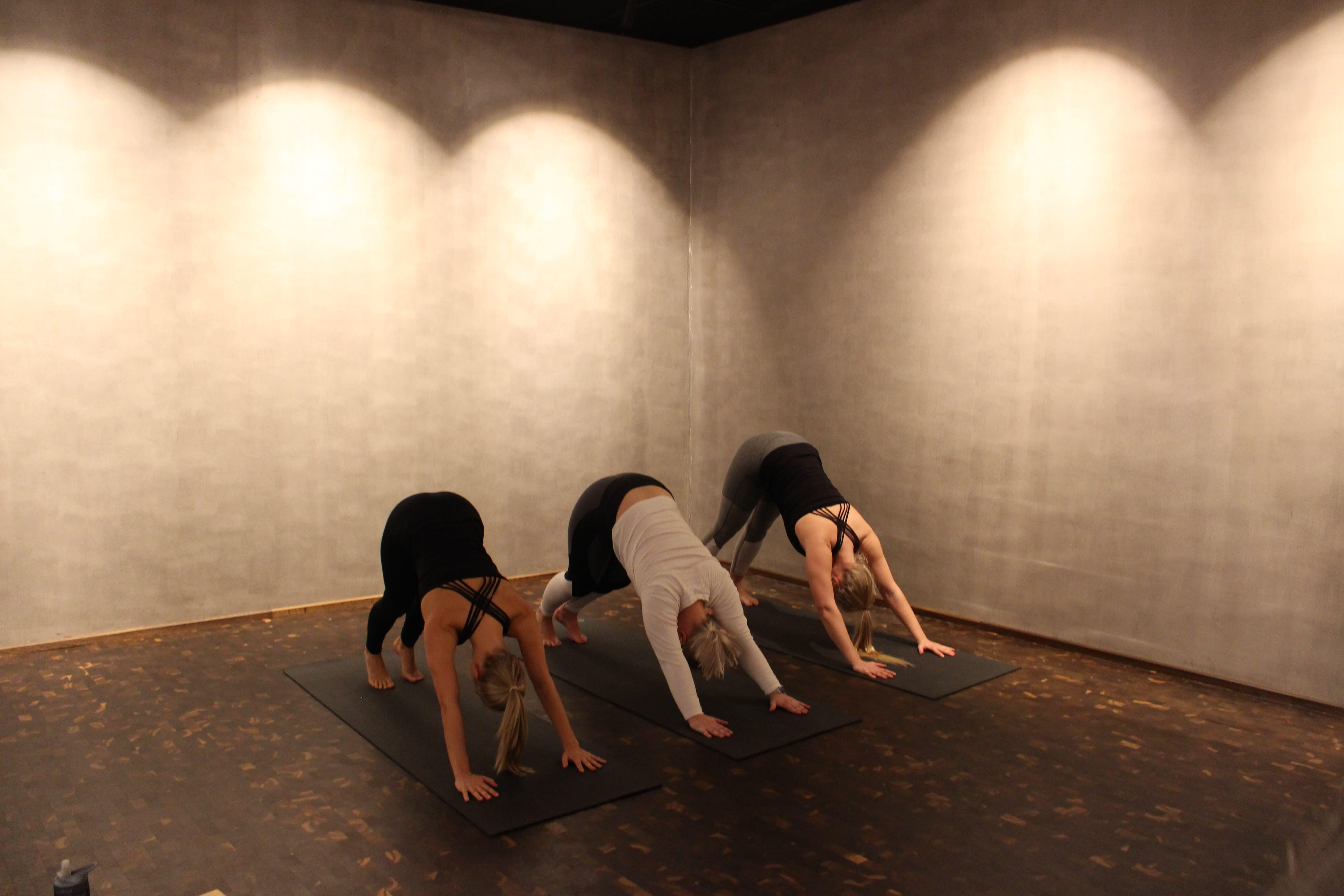 3 enkle yogaøvelser du kan gjøre hjemme